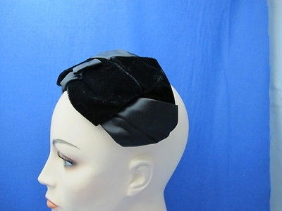 vintage ladies hats in 1947 64 (New Look Early 60s)