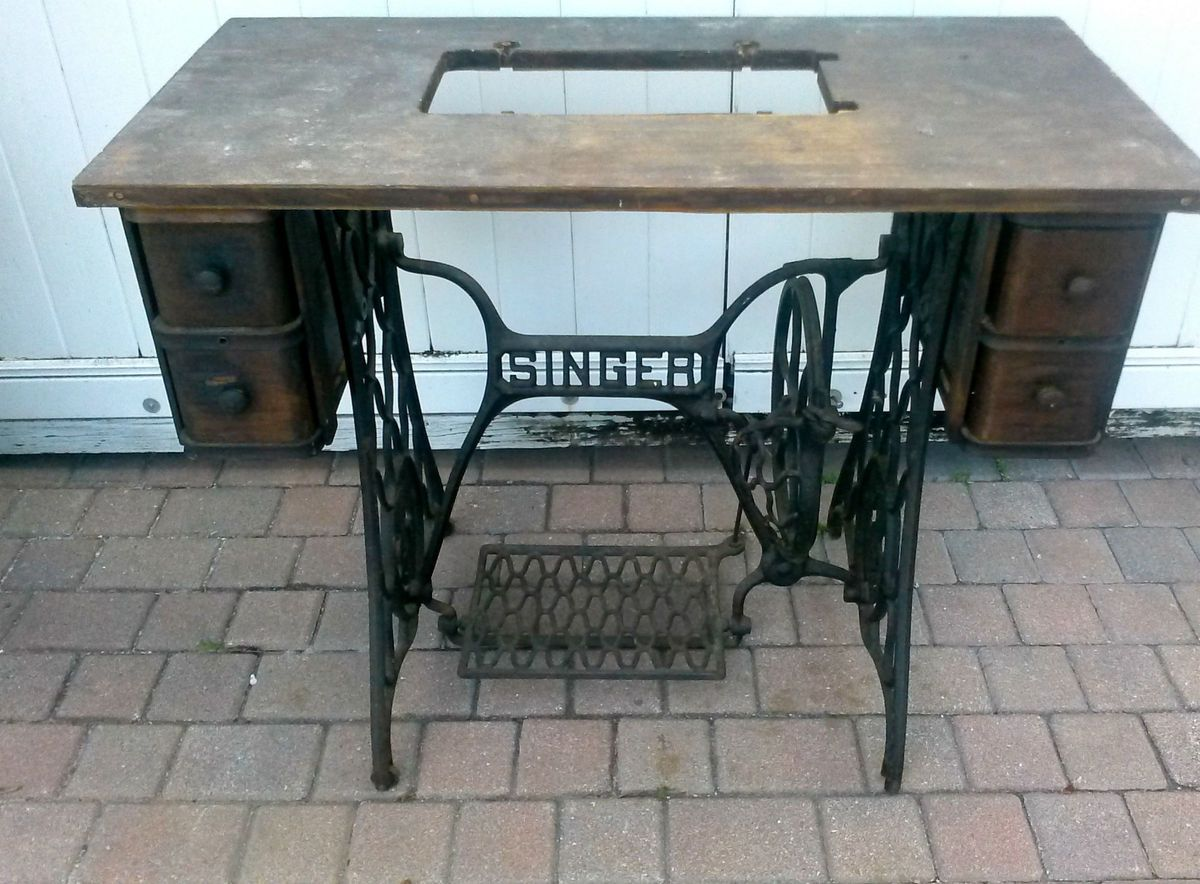 Antique 1918 Singer Sewing Machine Table