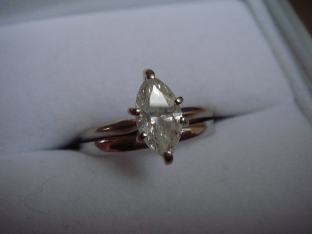 09 Marquise White Gold Diamond Ring